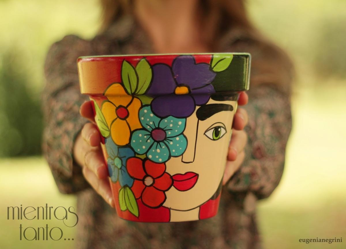 Frida Kahlo en las macetas [Reutilización]