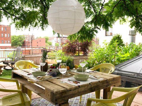 Garden-pallet-dining-table