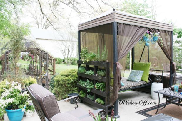 free-standing-vertical-pallet-herb-garden1