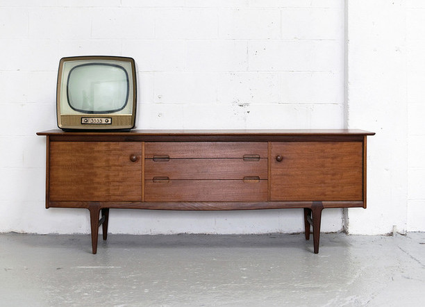 5-Tips-to-Remember-on-Your-Vintage-Furniture-Shopping-Trip
