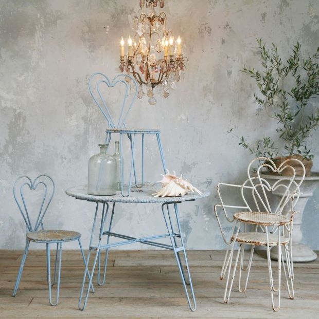 furniture-casual-vintage-living-room-decoration-using-white-iron-metal-vintage-chairs-along-with-light-blue-round-iron-vintage-table-and-vintage-glass-chandelier-impressive-vintage-chairs-for-home-int